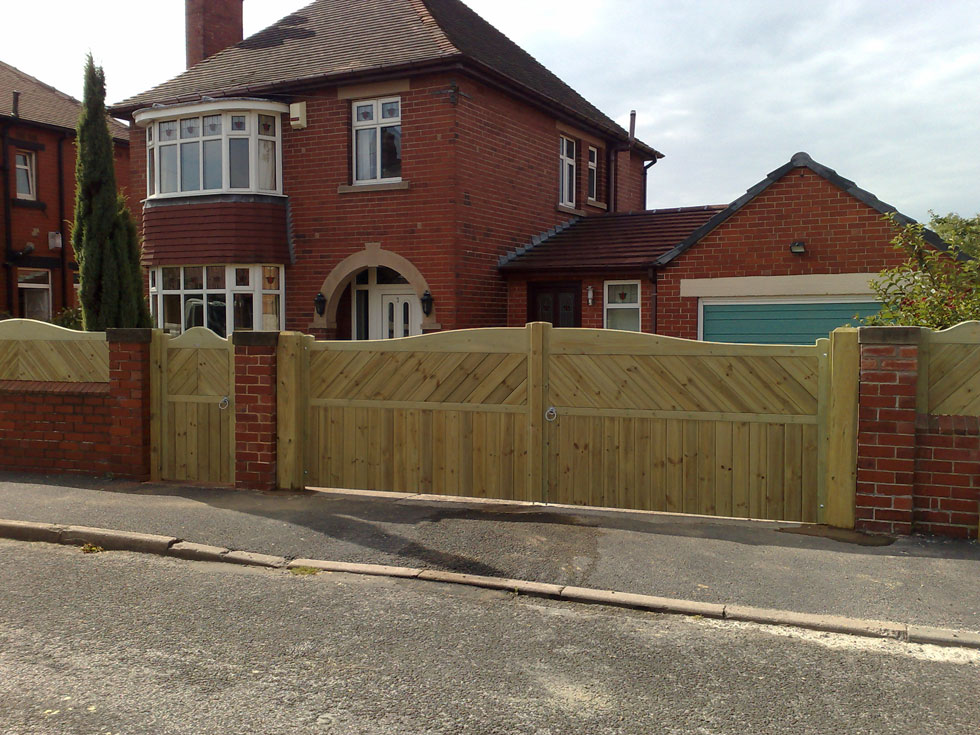Garden Fencing And Gates Installed In Barnsley By Park