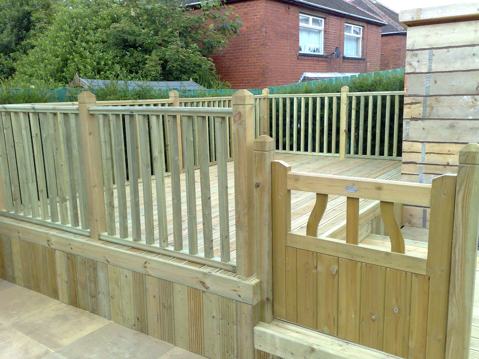 Garden decking barnsley from park paving construction for Garden decking fencing