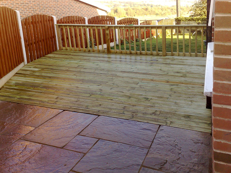 Garden decking gallery block paving patios from park for Gardens with decking and paving