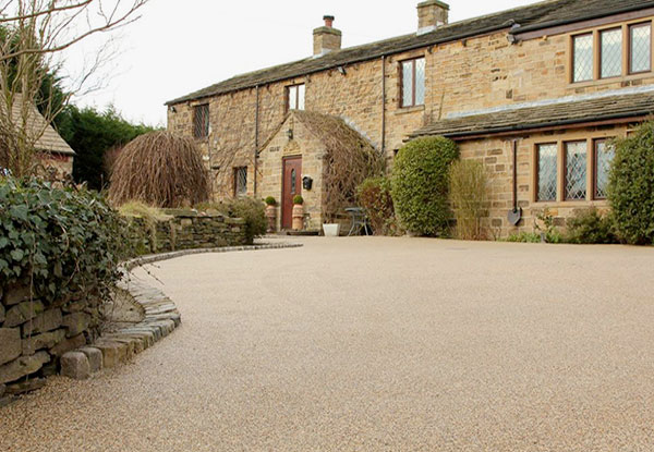 Resin bonded aggregates for driveways, patios and paths